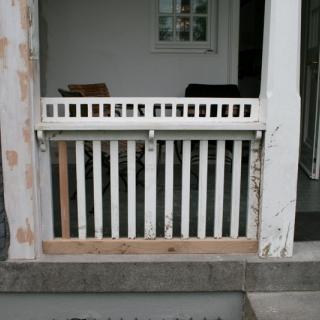 Thumbs Holzwerk 01 in repariertes Holzwerk einer Veranda