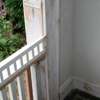 Thumbs Holzwerk 03 in repariertes Holzwerk einer Veranda